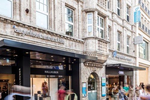Der Eingang der Augenklinik am Neumarkt in Köln.